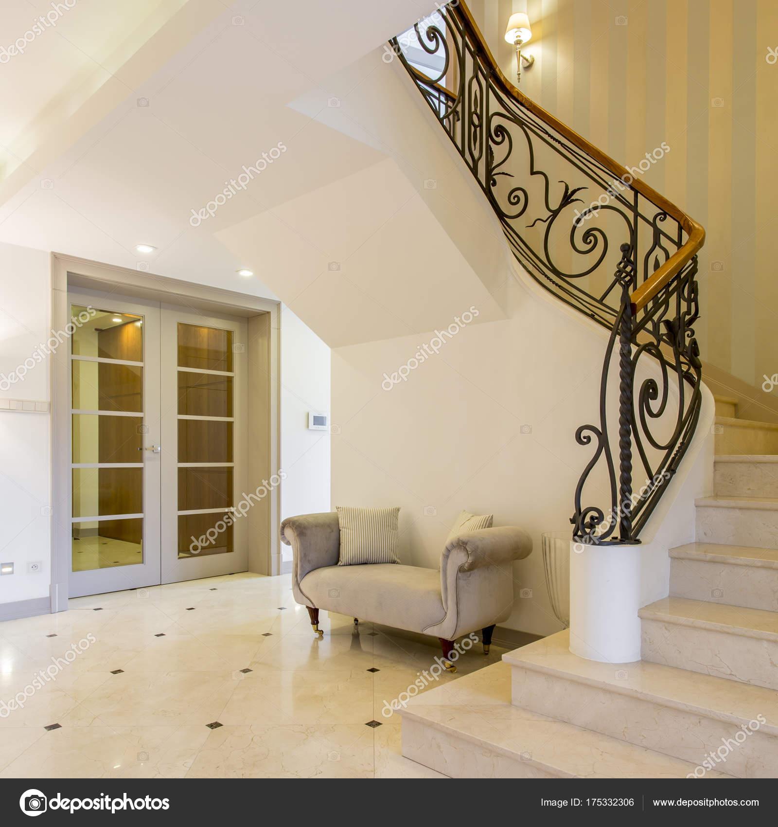 Enthralling Schöne Treppen Gallery Of Helle Luxuriöse Flur Mit Glänzenden Kacheln Und