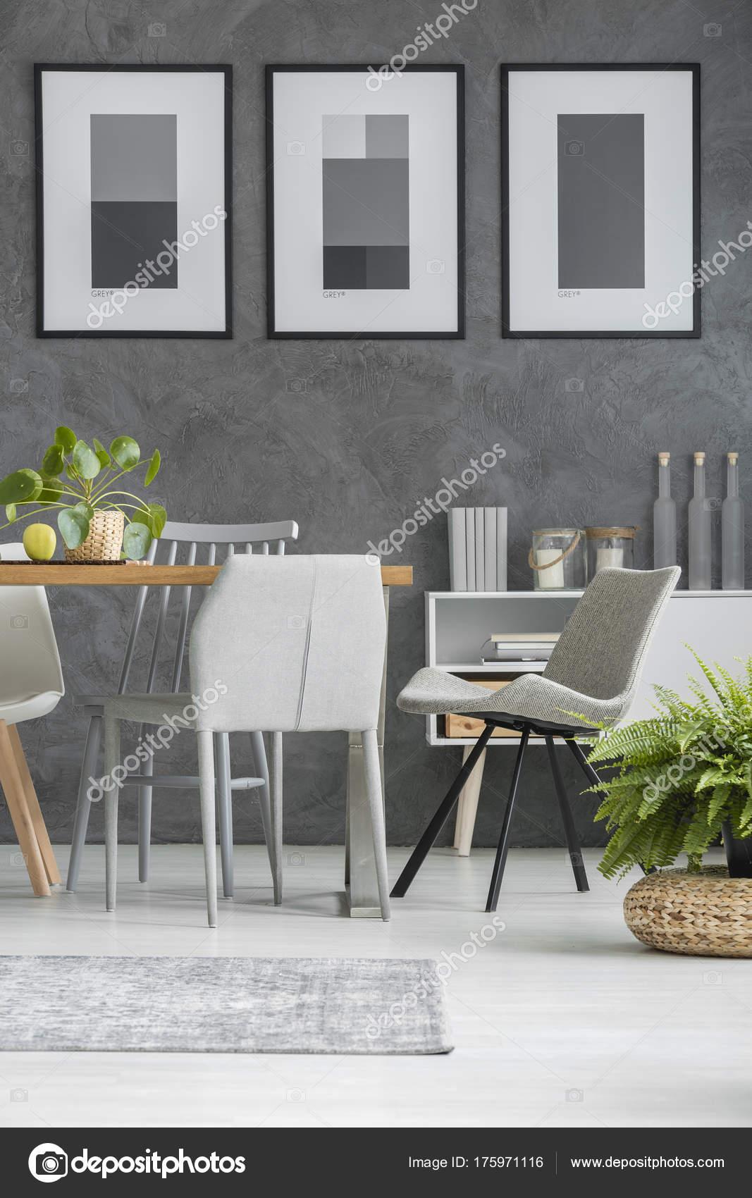 Grigi sedie da tavolo — Foto Stock © photographee.eu #175971116