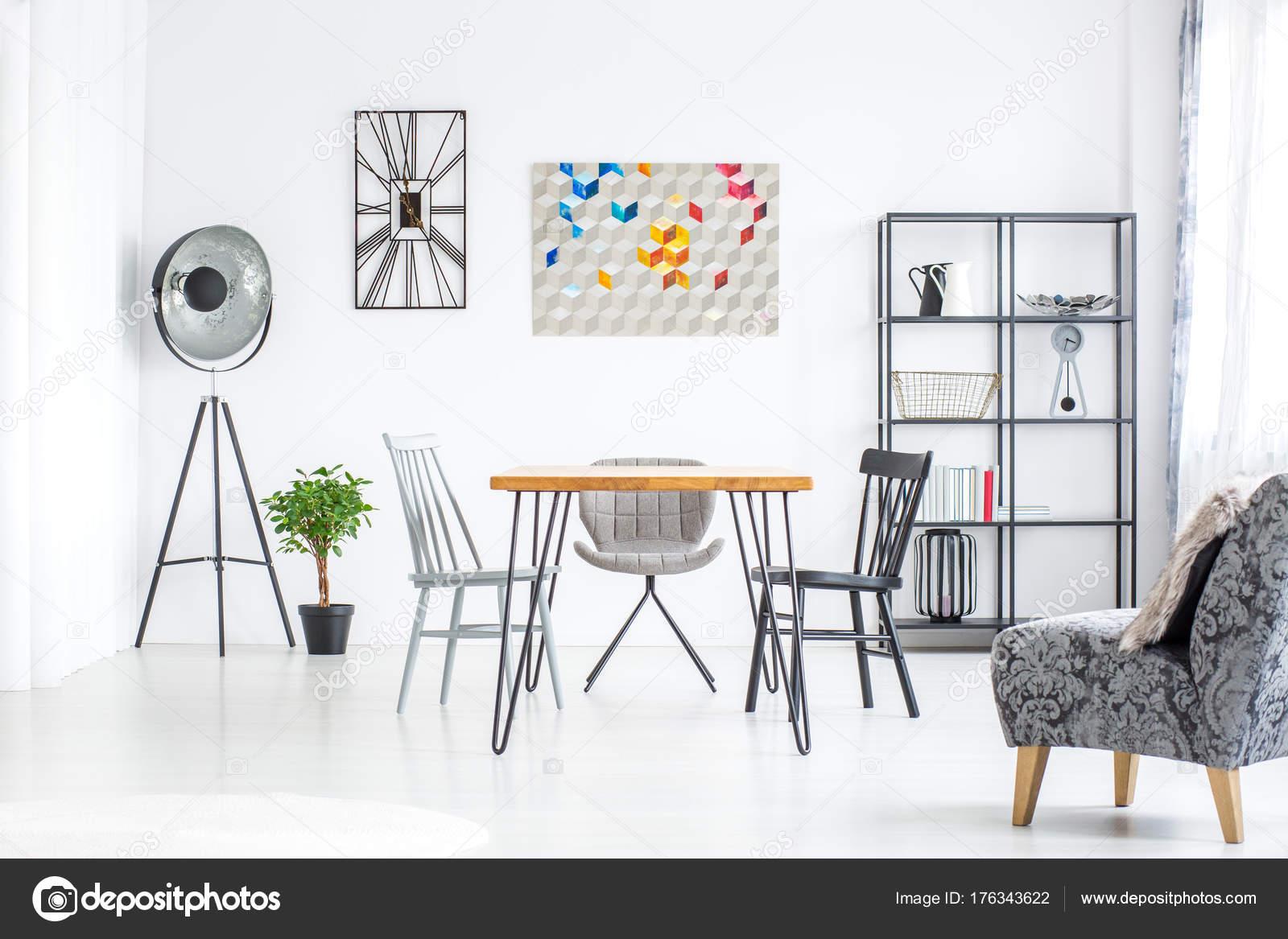 Lamp in de ruime eetkamer — Stockfoto © photographee.eu #176343622