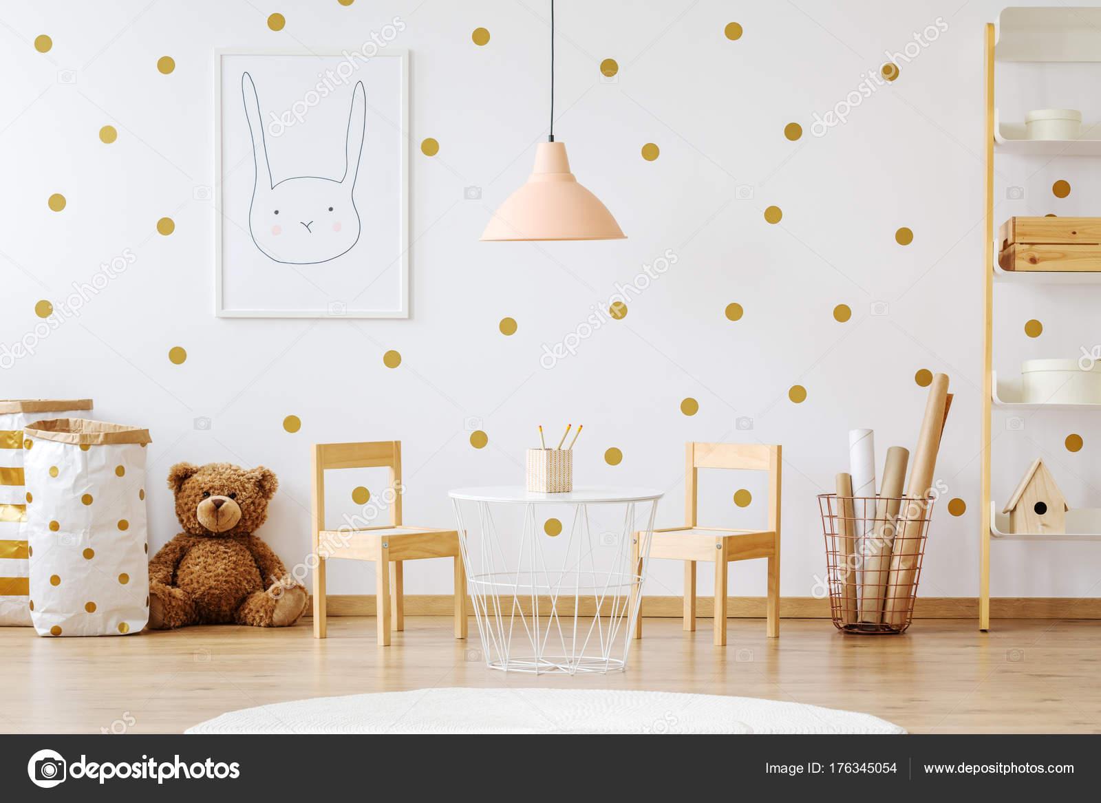 Lamp Kinderkamer Design : Teddy bear in kinderkamer u2014 stockfoto © photographee.eu #176345054