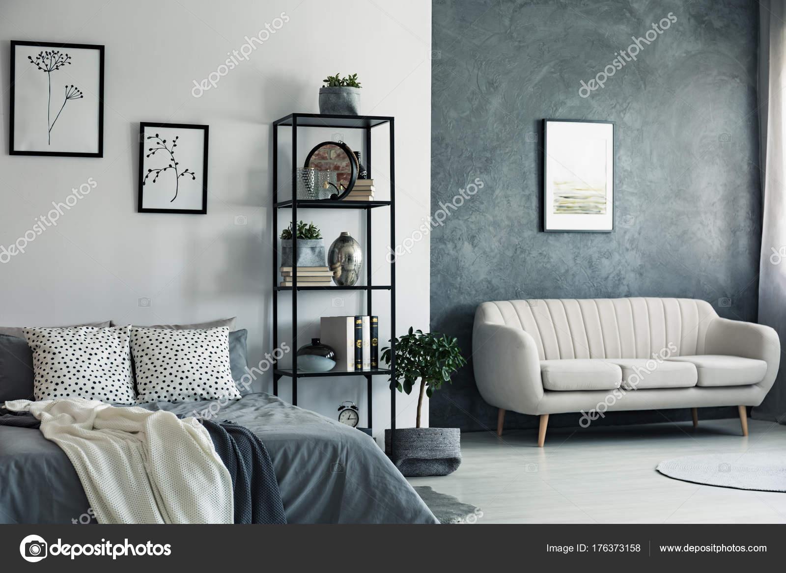 Disegni in camera da letto e divano — Foto Stock © photographee.eu ...