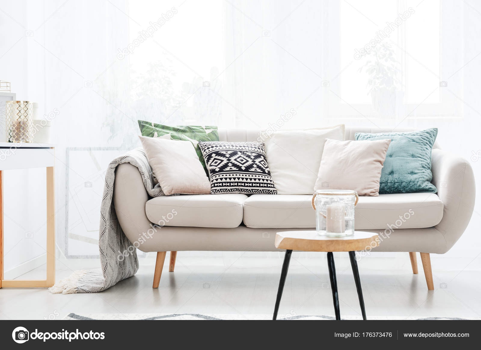 Wohnzimmer im skandinavischen Stil — Stockfoto © photographee.eu ...