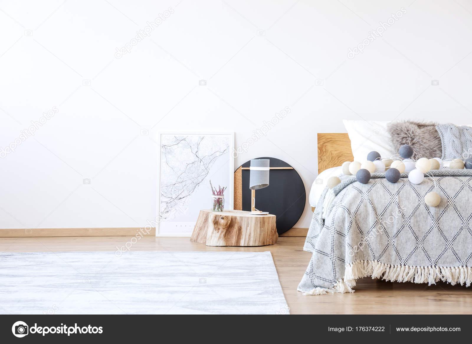 Slaapkamer met posters — Stockfoto © photographee.eu #176374222