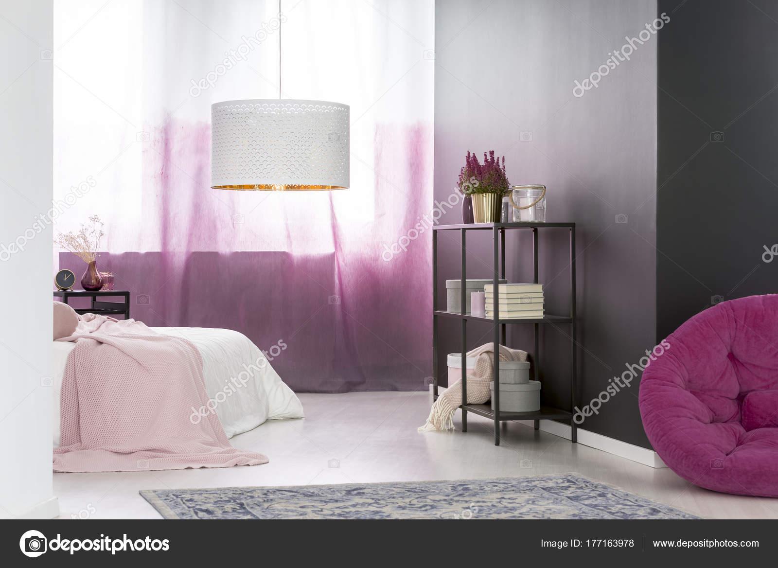 Camera da letto rosa e nero — Foto Stock © photographee.eu #177163978