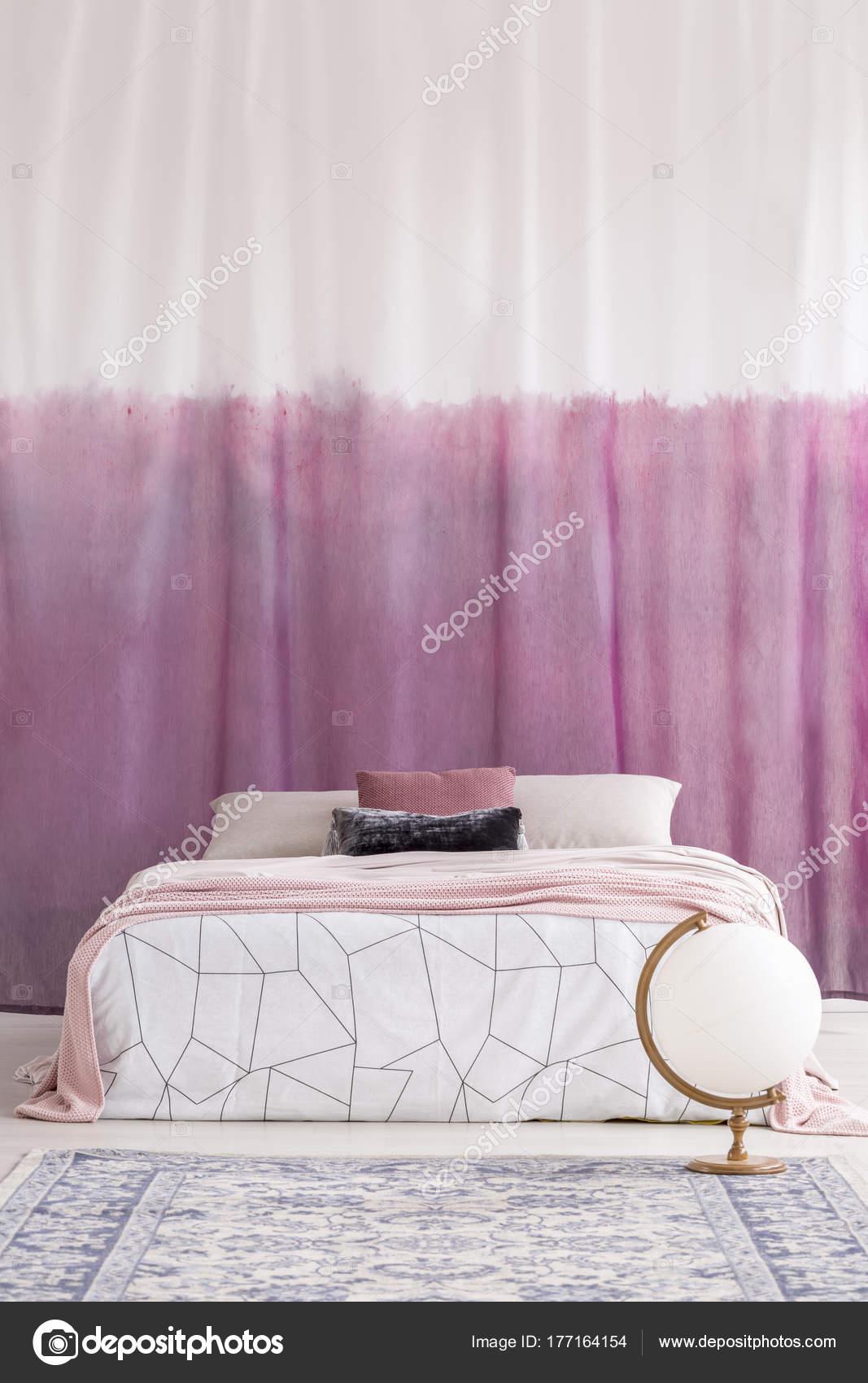 Witte en roze slaapkamer — Stockfoto © photographee.eu #177164154