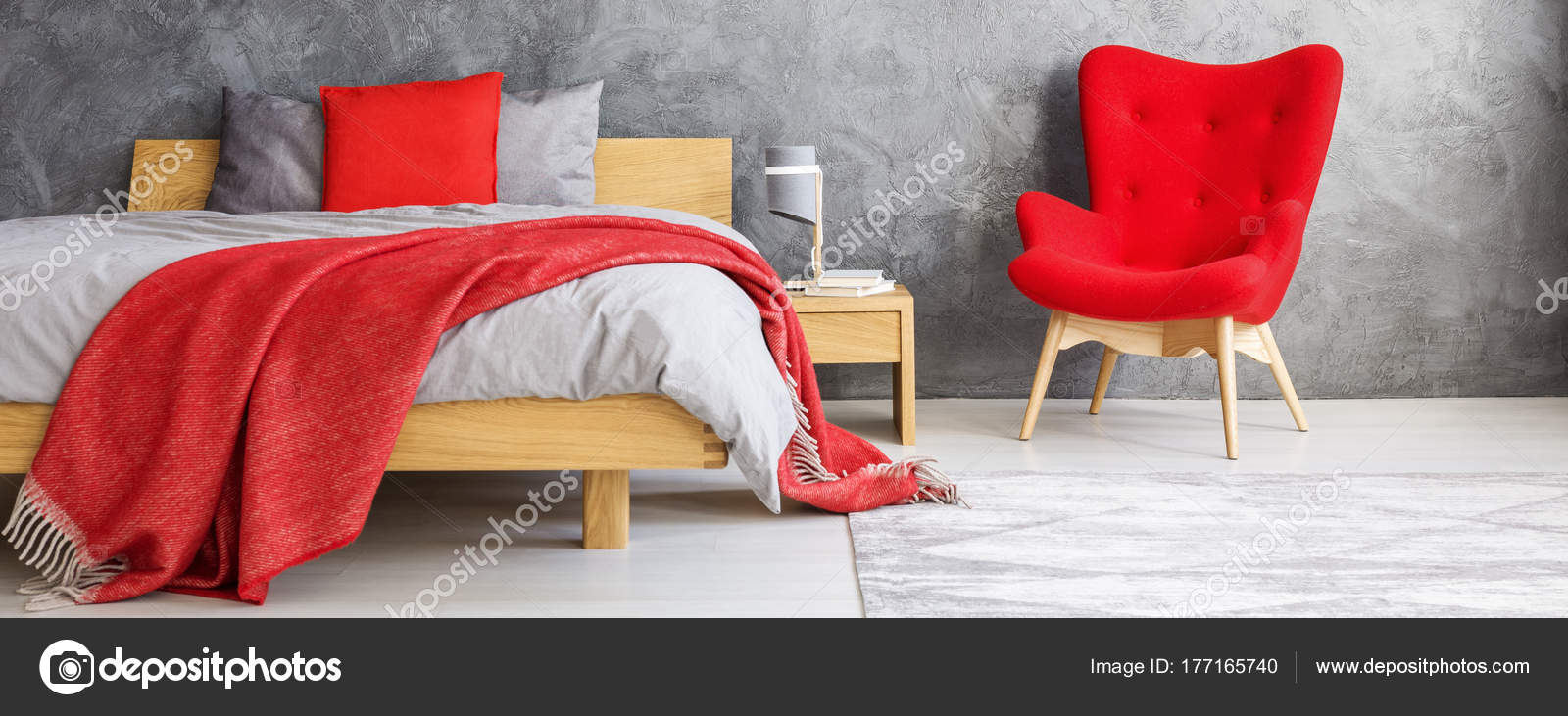 Rode slaapkamer met betonnen wand — Stockfoto © photographee.eu ...