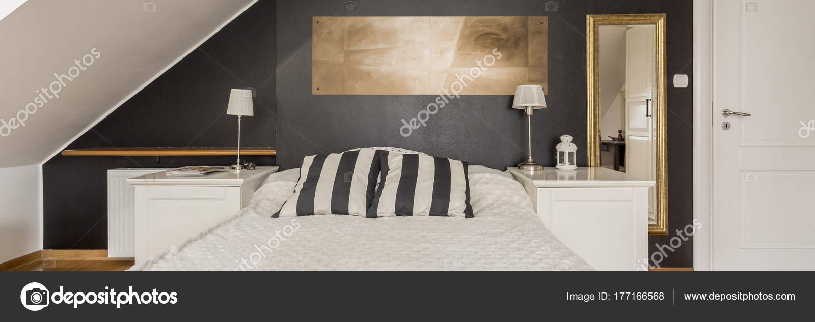 zwart-wit slaapkamer — Stockfoto © photographee.eu #177166568