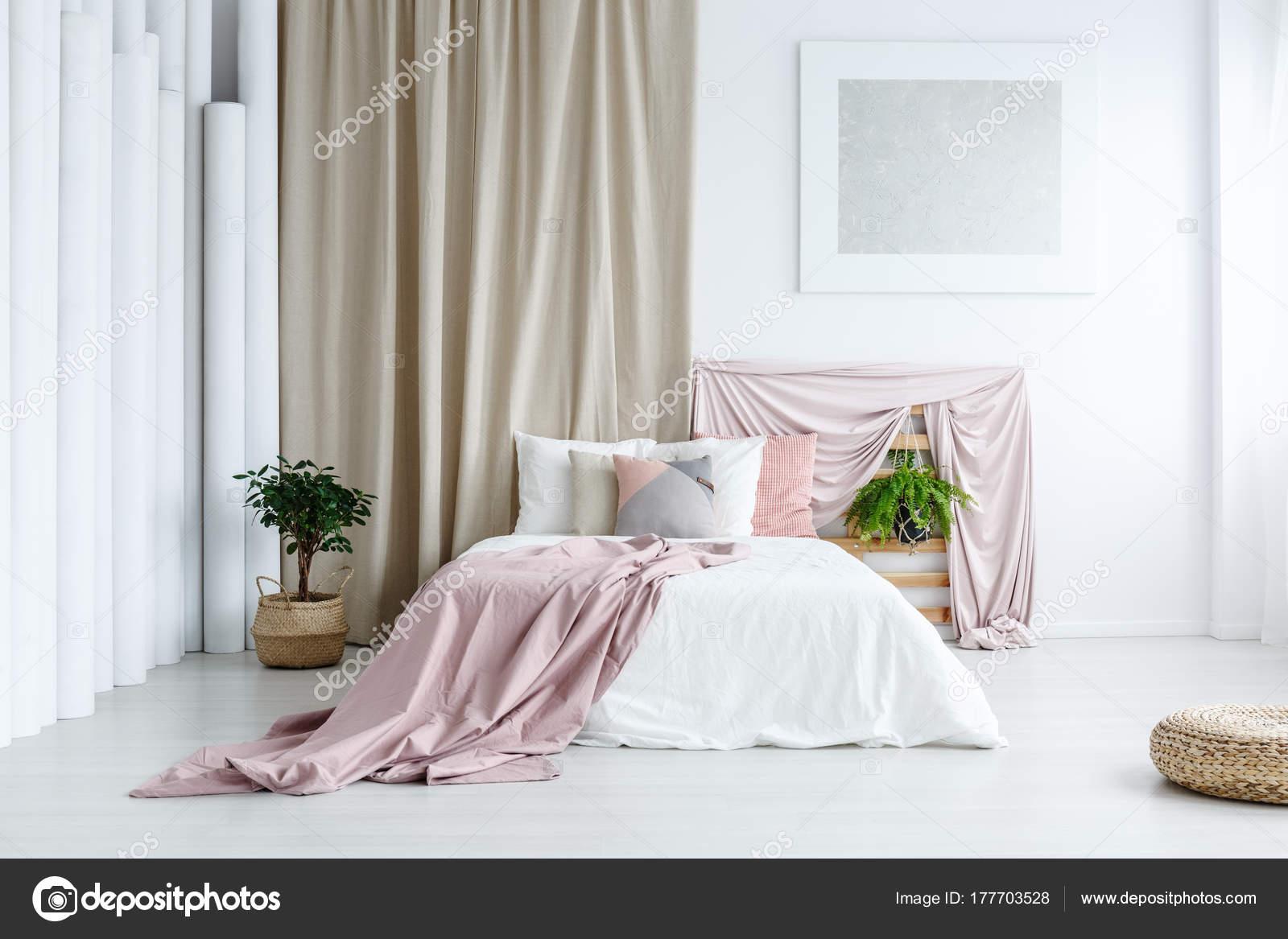 Weißes Schlafzimmer Mit Pastell Farben U2014 Stockfoto