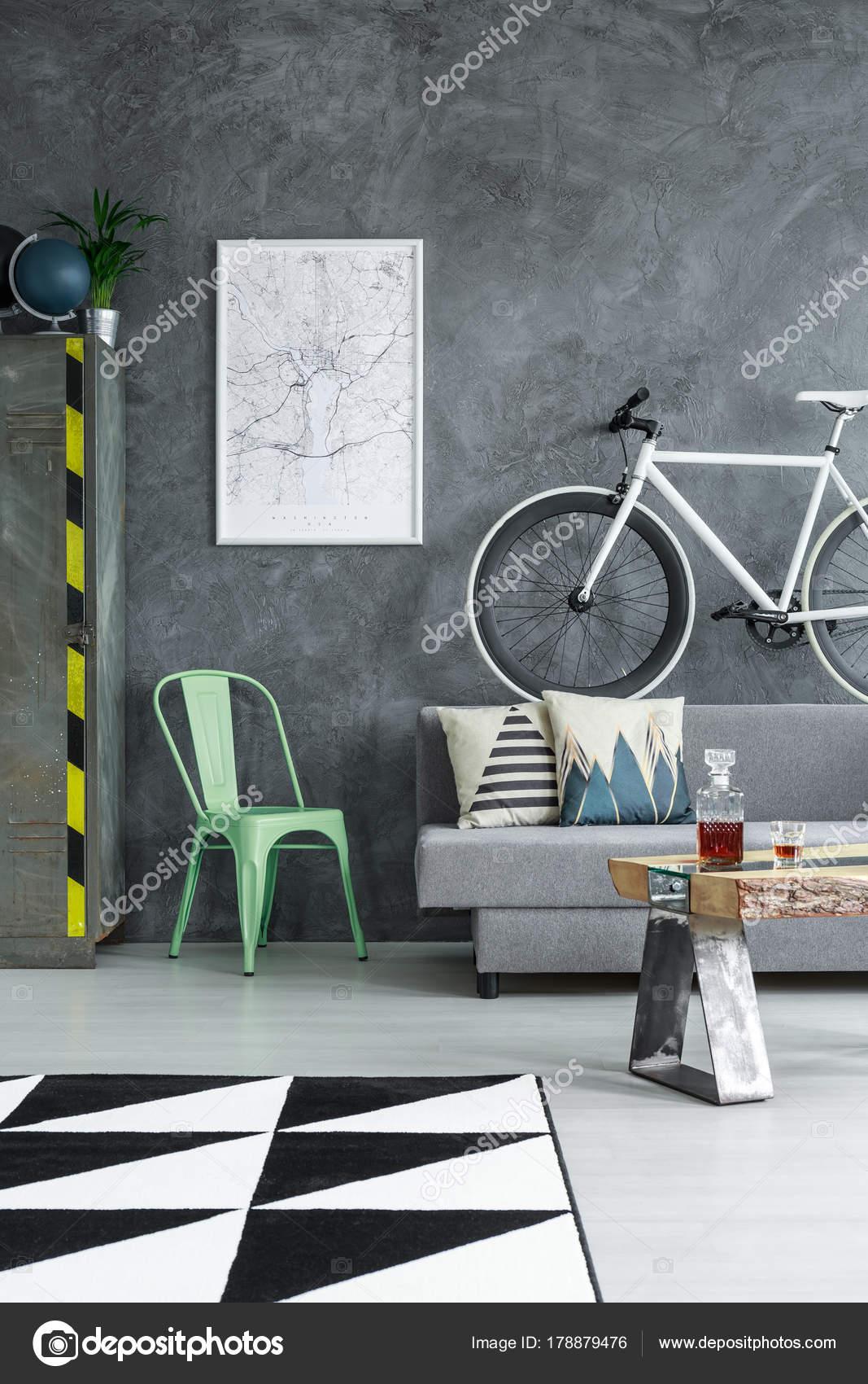 Wohnzimmer mit Dreieck-Teppich — Stockfoto © photographee.eu #178879476