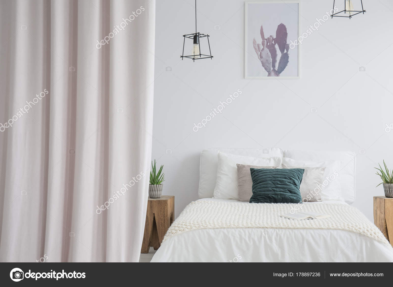 https://st3.depositphotos.com/2249091/17889/i/1600/depositphotos_178897236-stockafbeelding-pastel-gordijn-in-lichte-slaapkamer.jpg