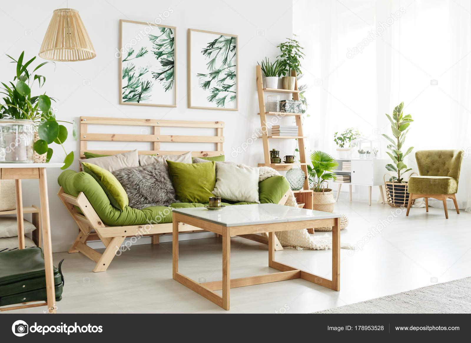 Sala de eco com plantas fotografias de stock for Livyng ecodesign
