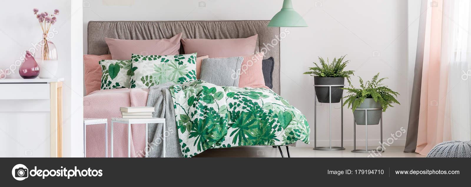 Pastel pink bedroom accessories | Bedroom with pastel pink ...