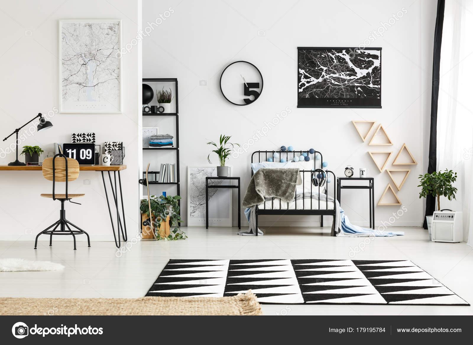 zwart-wit slaapkamer — Stockfoto © photographee.eu #179195784