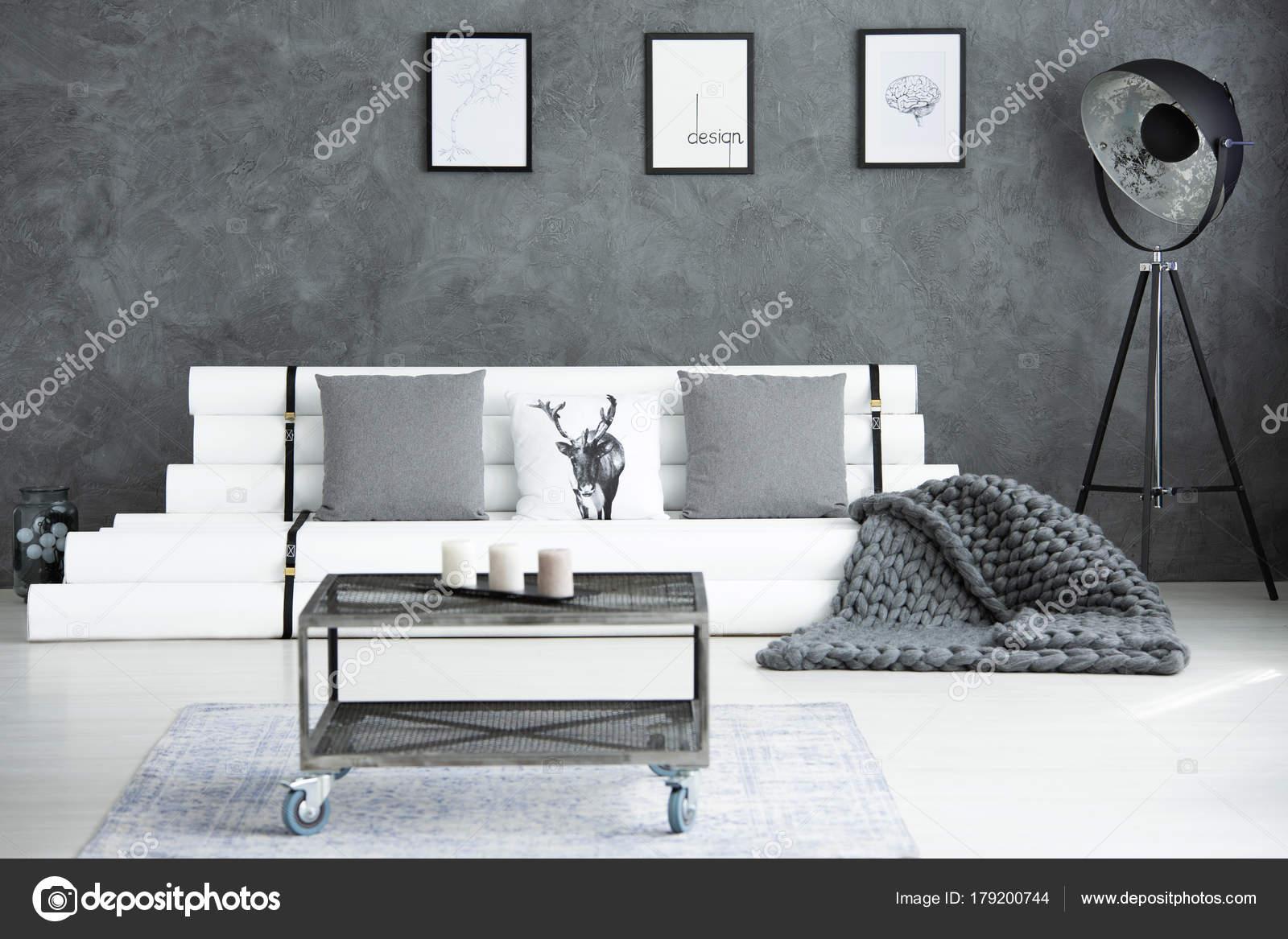 Graue moderne Wohnzimmer — Stockfoto © photographee.eu #179200744