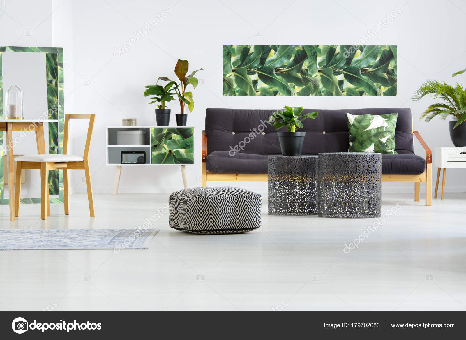 Pouf in floral living room — Stock Photo © photographee.eu #179702080