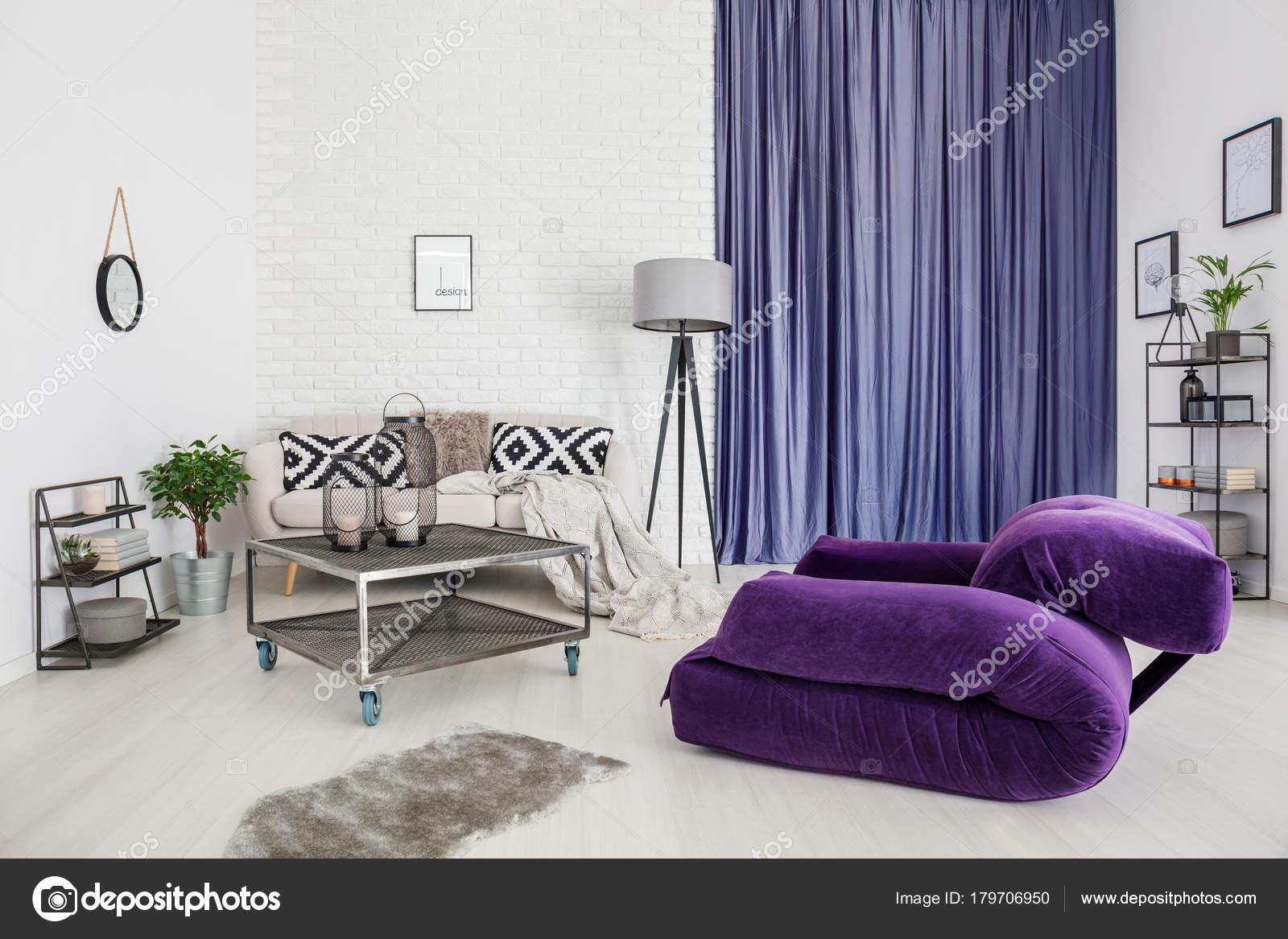 Lila moderne Wohnzimmer — Stockfoto © photographee.eu #179706950
