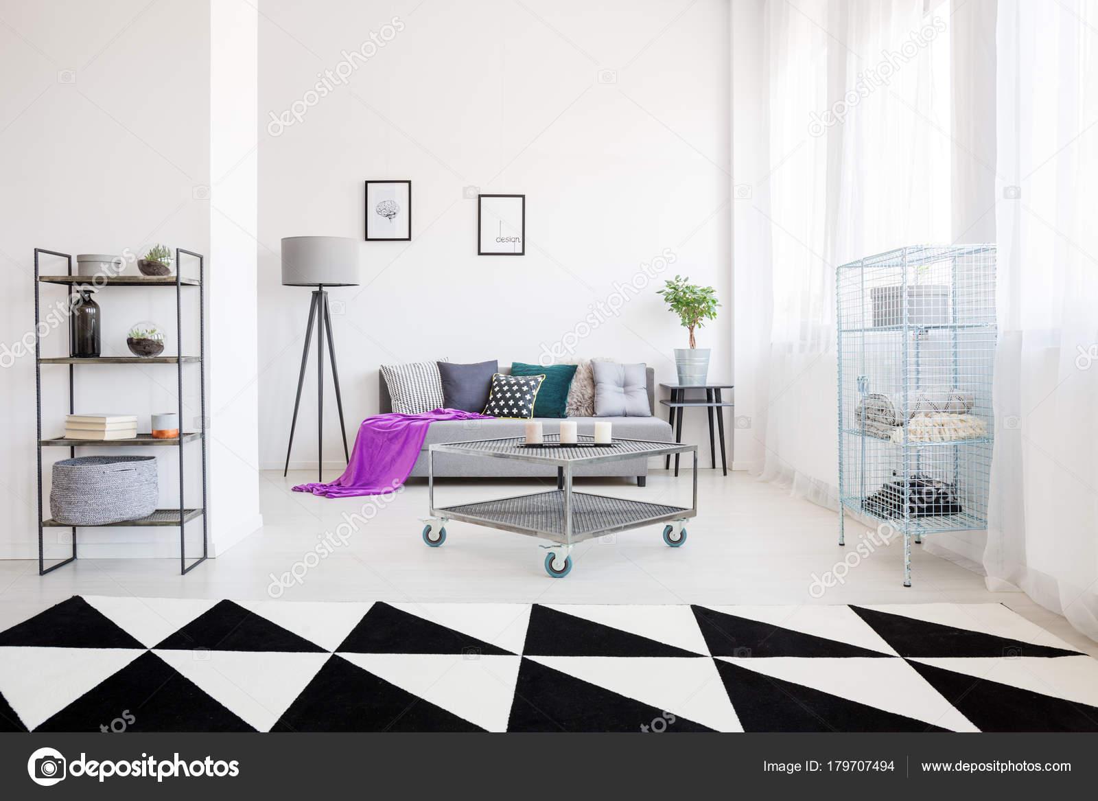 Zwart Wit Appartement : Zwart wit industriële appartement u2014 stockfoto © photographee.eu