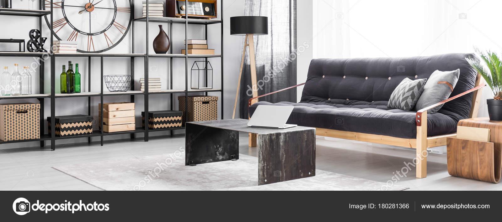 Salon avec canapé noir — Photographie photographee.eu © #180281366