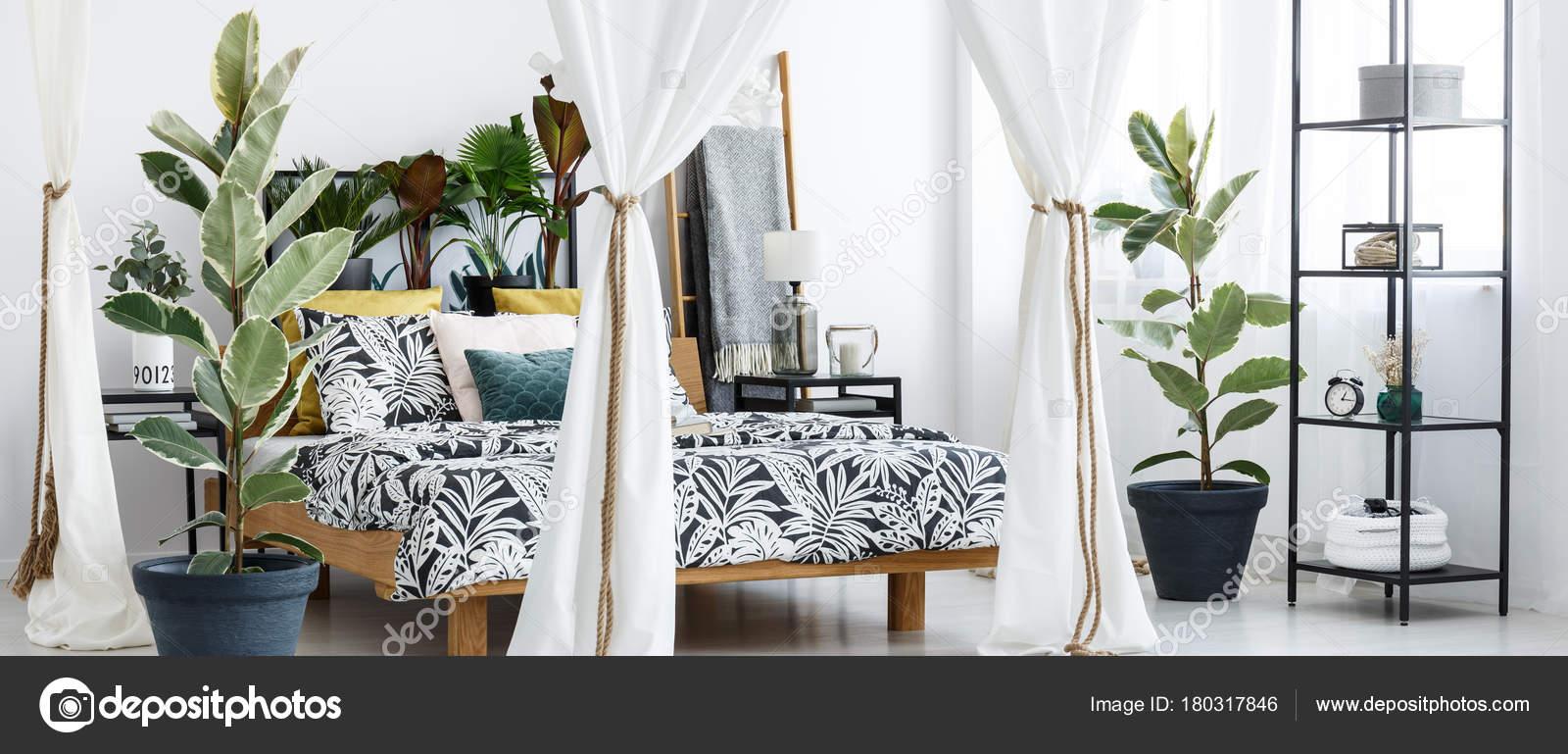 Intérieur de la chambre blanche et verte — Photographie photographee ...
