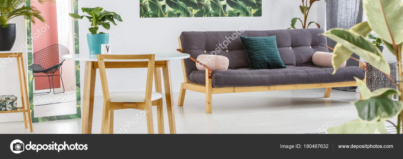 Salon avec canapé noir — Photographie photographee.eu © #180467632