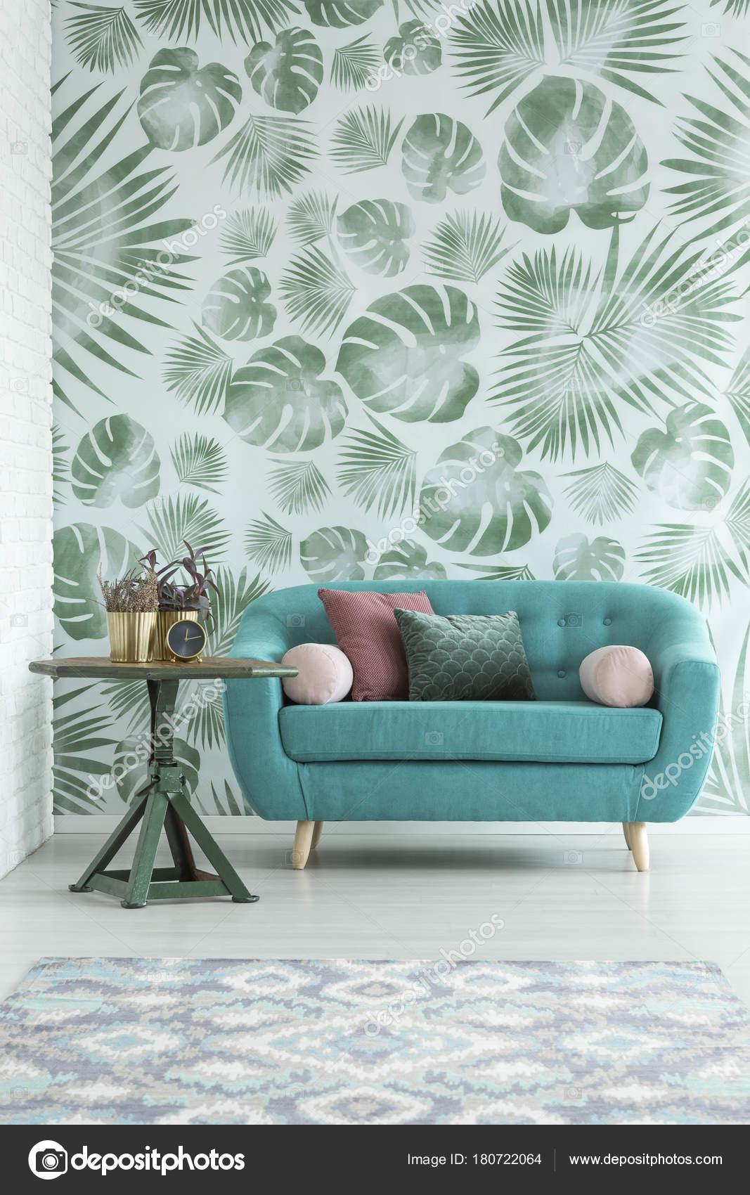 Canapé turquoise en intérieur — Photographie photographee.eu ...