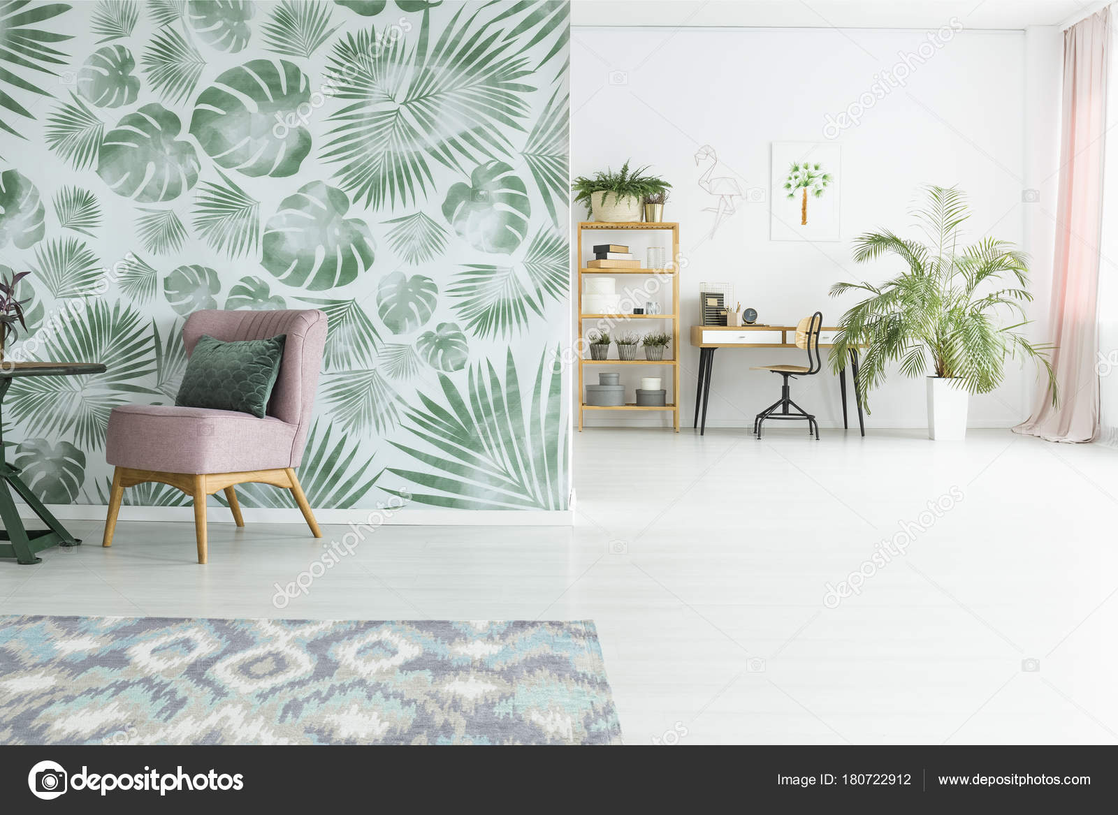 Grande pianta in camera di giorno u foto stock photographee eu