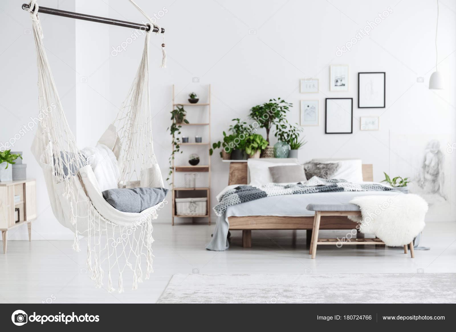 Hamac Blanc à Lintérieur De La Chambre à Coucher Photographie
