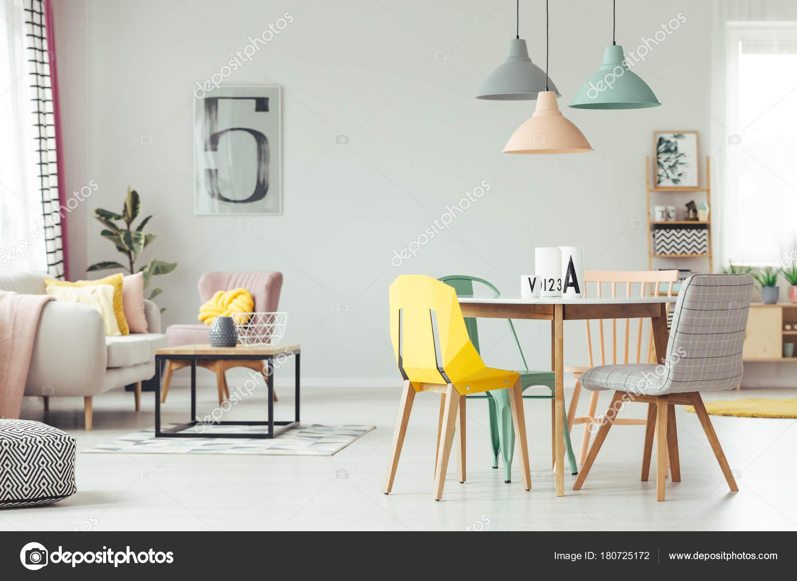 Kleurrijke Interieurs Pastel : Kleurrijke woonkamer interieur u2014 stockfoto © photographee.eu #180725172