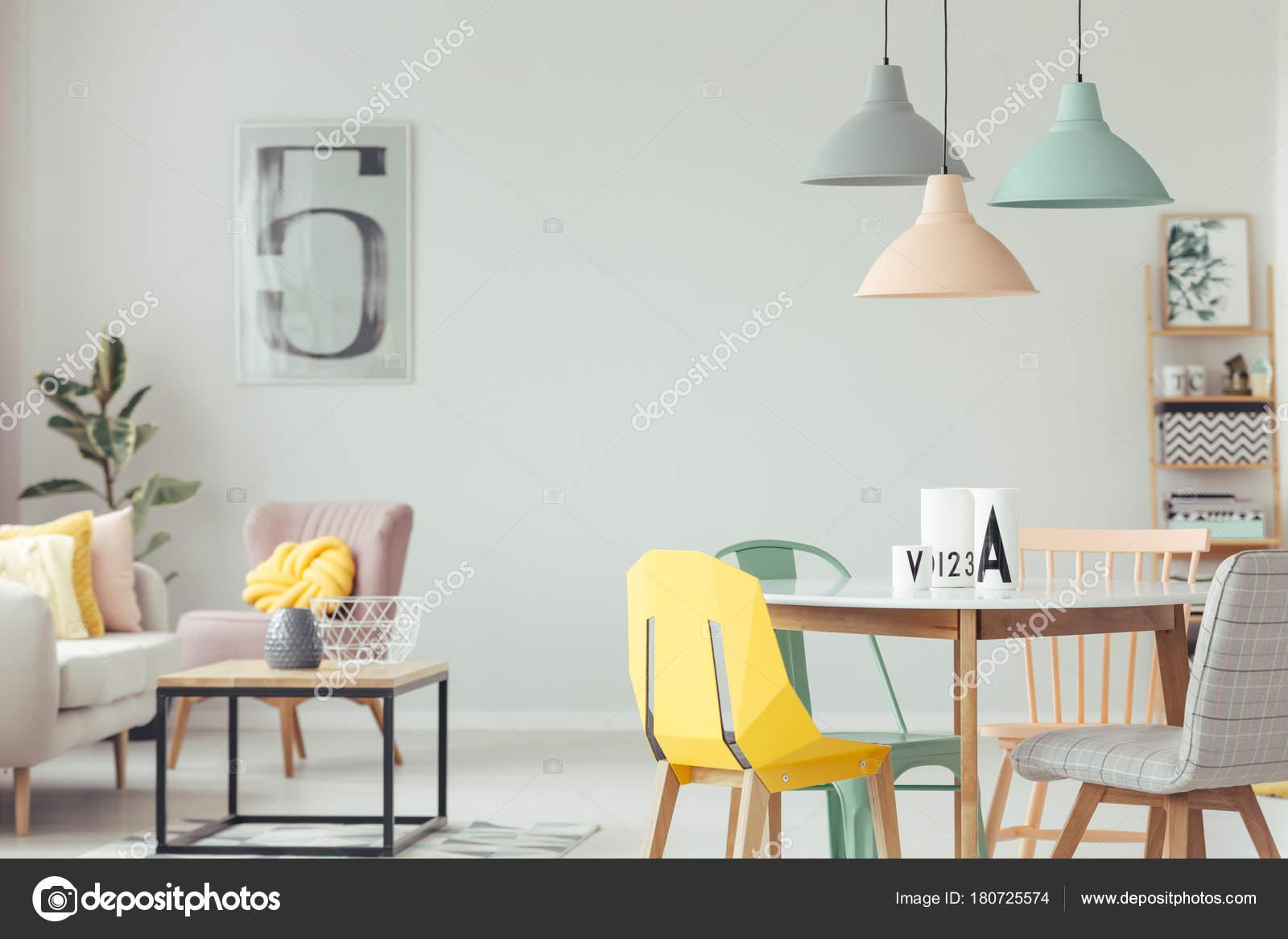 Sala De Jantar Colorido Interior Stock Photo Photographee Eu  -> Sala Branca Com Parede Colorida