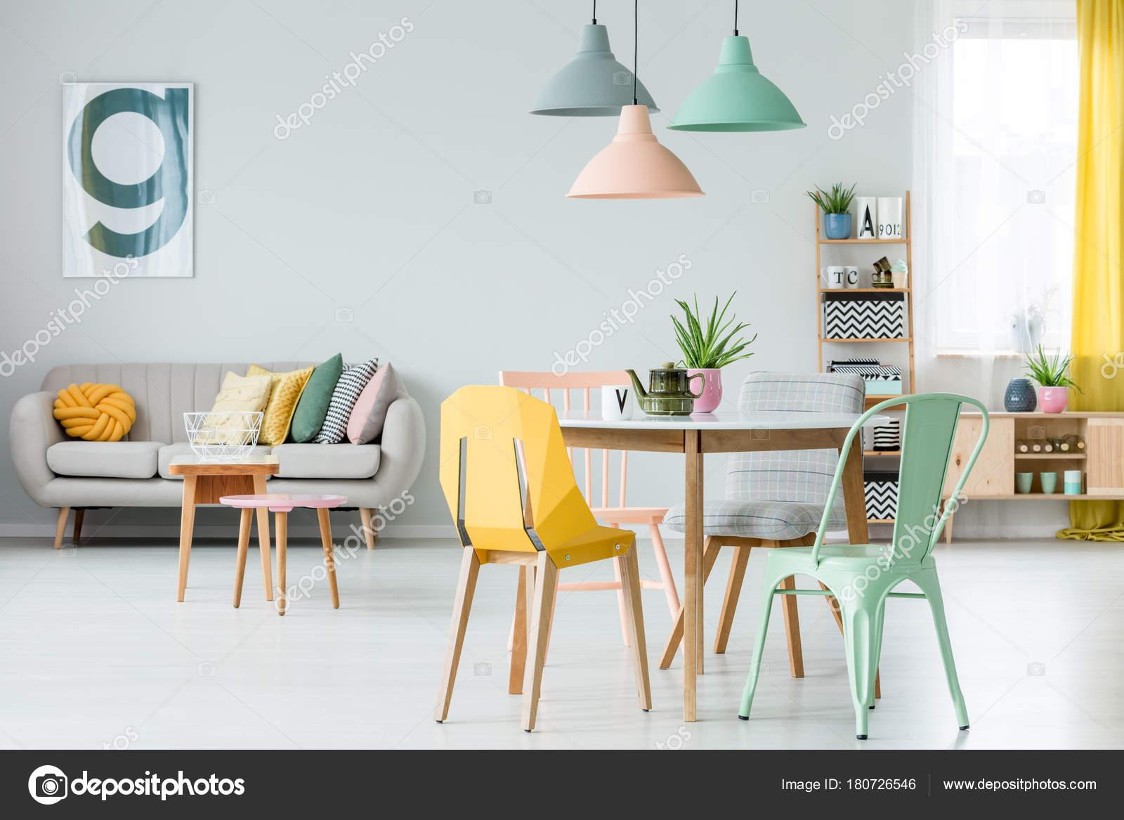 Kleurrijke Interieurs Pastel : Moderne kleurrijke woonkamer u2014 stockfoto © photographee.eu #180726546