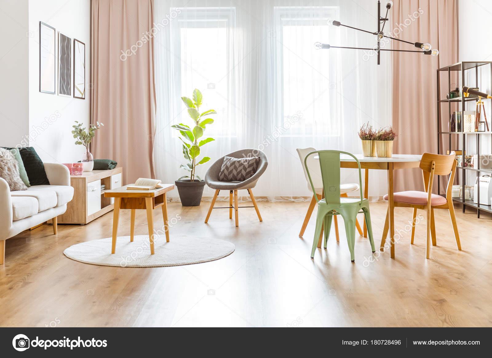 Mint en roze woonkamer — Stockfoto © photographee.eu #180728496