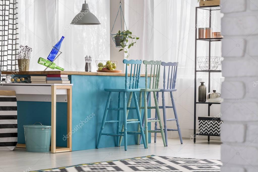 Kleurrijke Interieurs Pastel : Pastel barkrukken in kleurrijke keuken u2014 stockfoto © photographee.eu