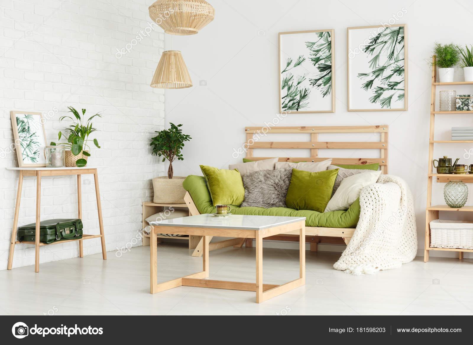 Bloemen posters in woonkamer — Stockfoto © photographee.eu #181598203