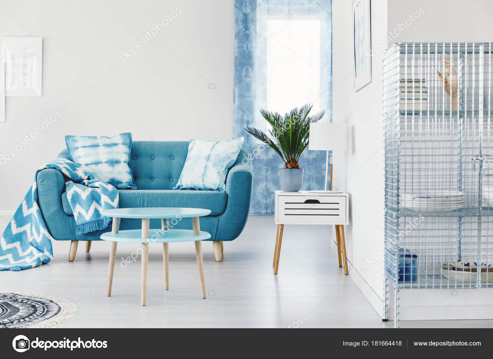 Türkis Wohnung Innenarchitektur — Stockfoto © photographee.eu #181664418