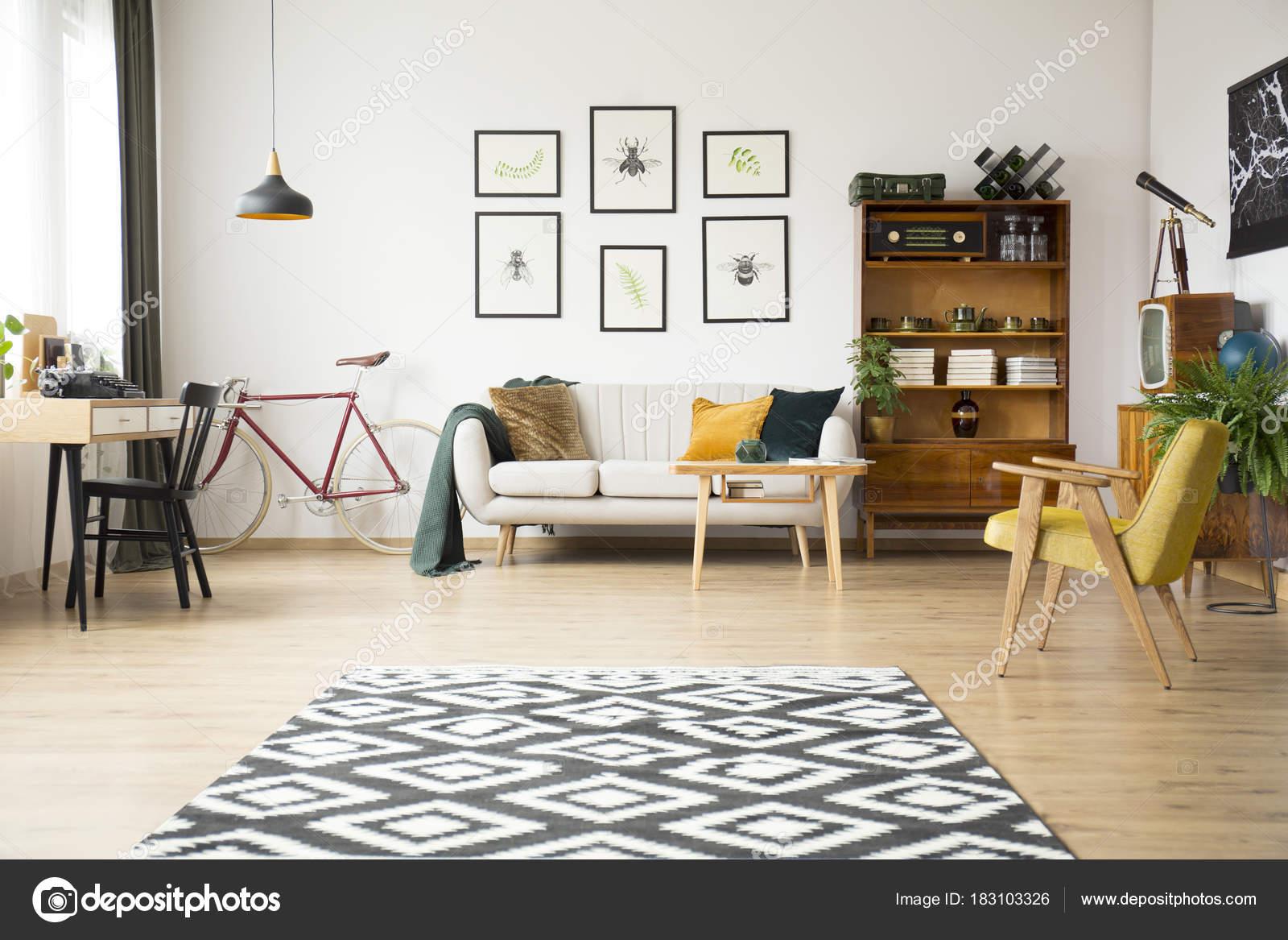 Vintage Wohnzimmer Mit Sideboard Stockfoto C Photographee