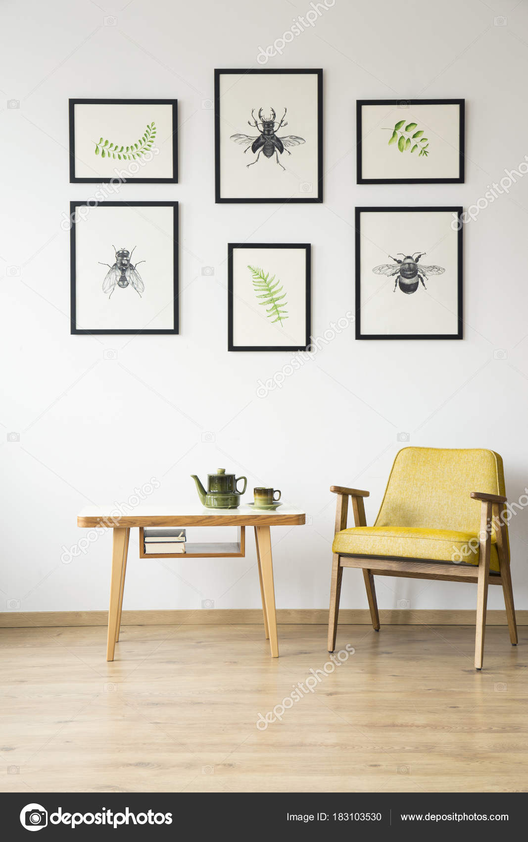 Cadeira Retr Amarela Na Sala Stock Photo Photographee Eu 183103530 -> Parede Galeria Sala