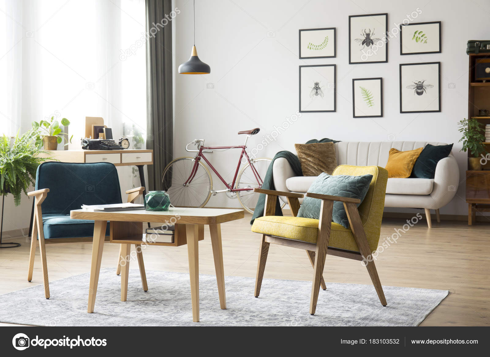 Retro Fauteuils in woonkamer — Stockfoto © photographee.eu #183103532