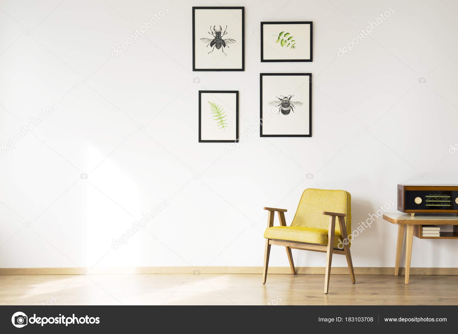 Simple Habitacion Retro Sillon Foto De Stock C Photographeeeu - Habitacion-retro