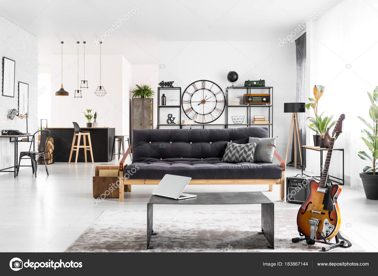 Männliche Wohnung Inneneinrichtung Stockfoto Photographeeeu