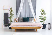 Photo White veil over wooden bed