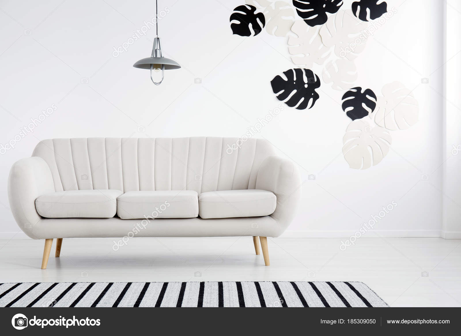 Bladeren stickers in woonkamer — Stockfoto © photographee.eu #185309050