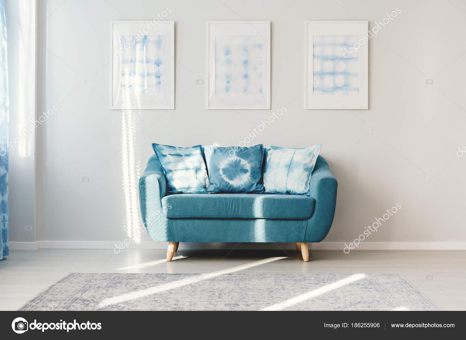 Turquoise Accessoires Woonkamer : Turquoise woonkamer met posters u2014 stockfoto © photographee.eu #186255906