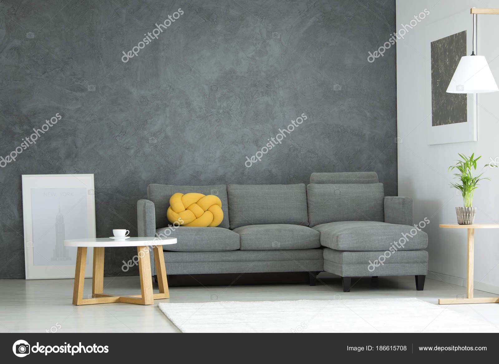 Grijs en geel woonkamer — Stockfoto © photographee.eu #186615708