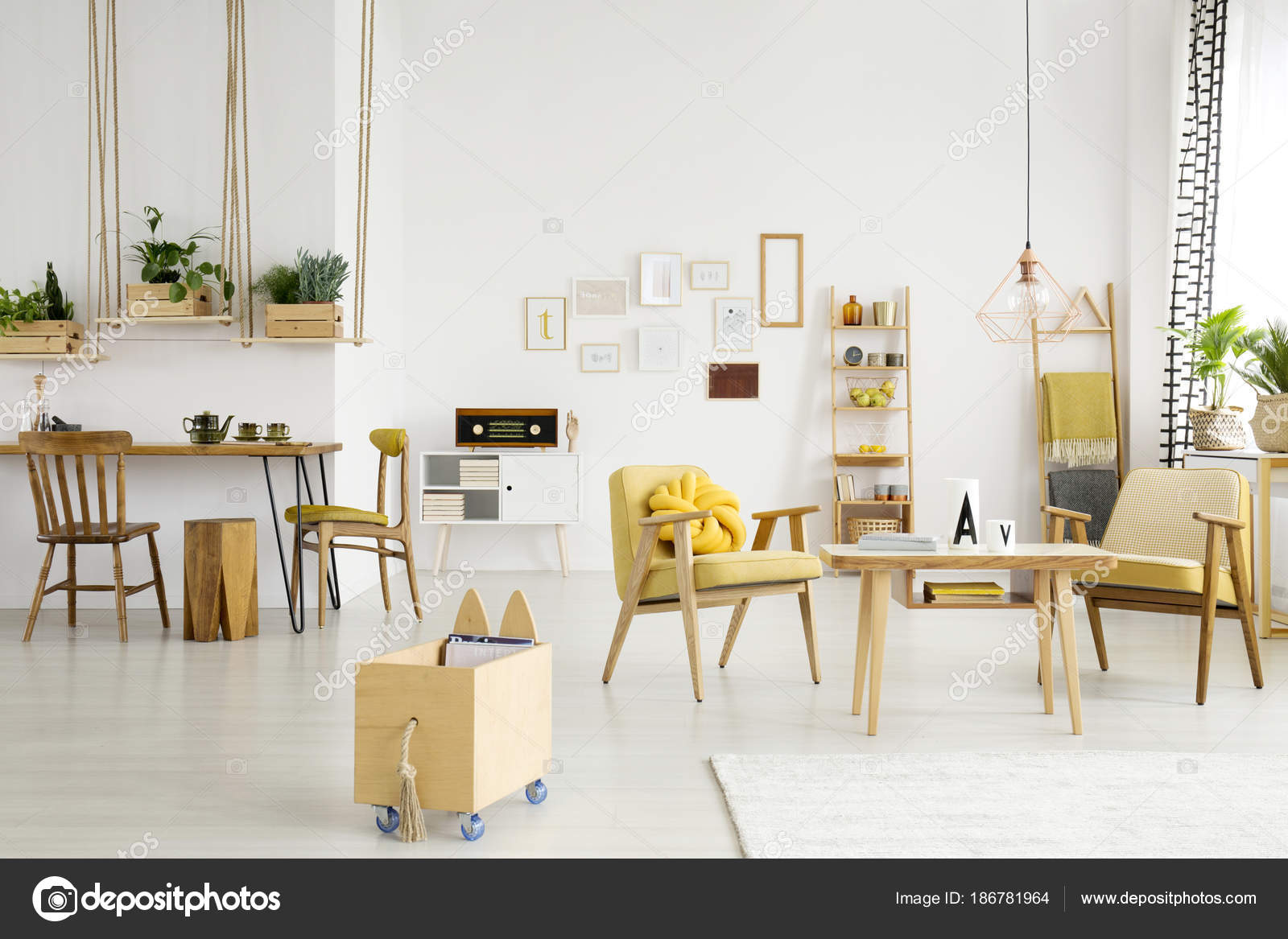 https://st3.depositphotos.com/2249091/18678/i/1600/depositphotos_186781964-stock-photo-dining-room-with-relax-area.jpg