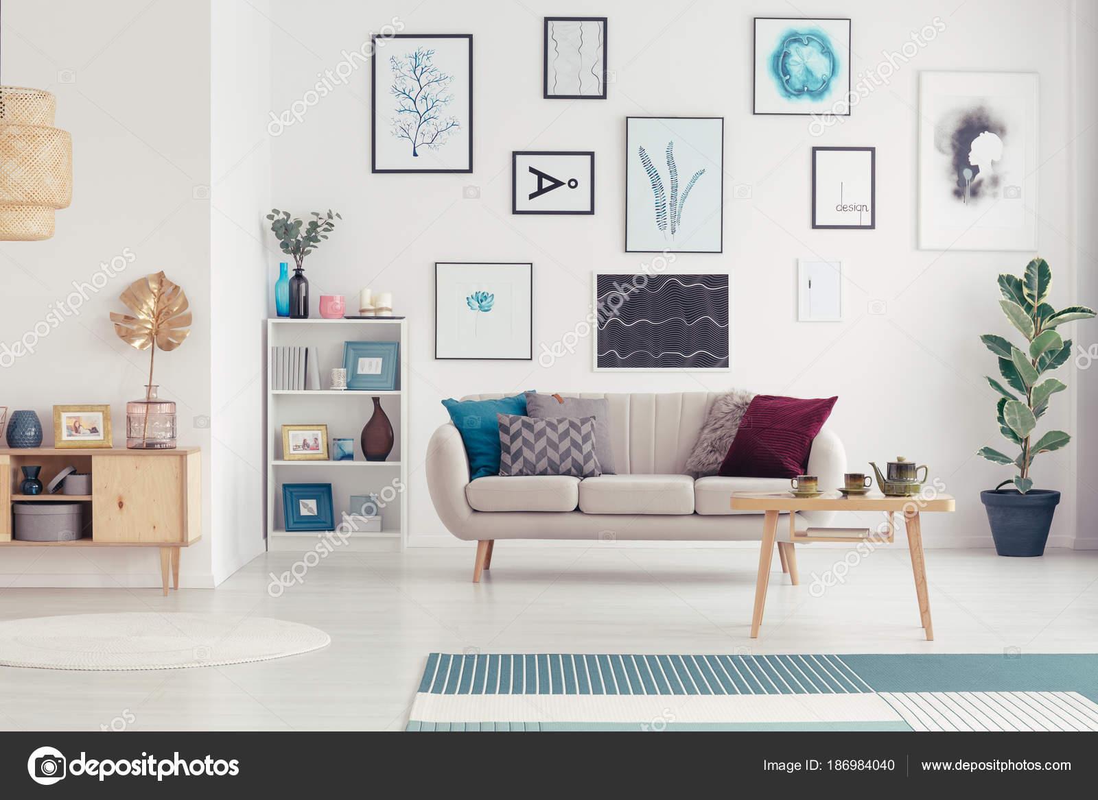 Cartazes Na Sala De Estar Moderna Fotografias De Stock  -> Parede Galeria Sala