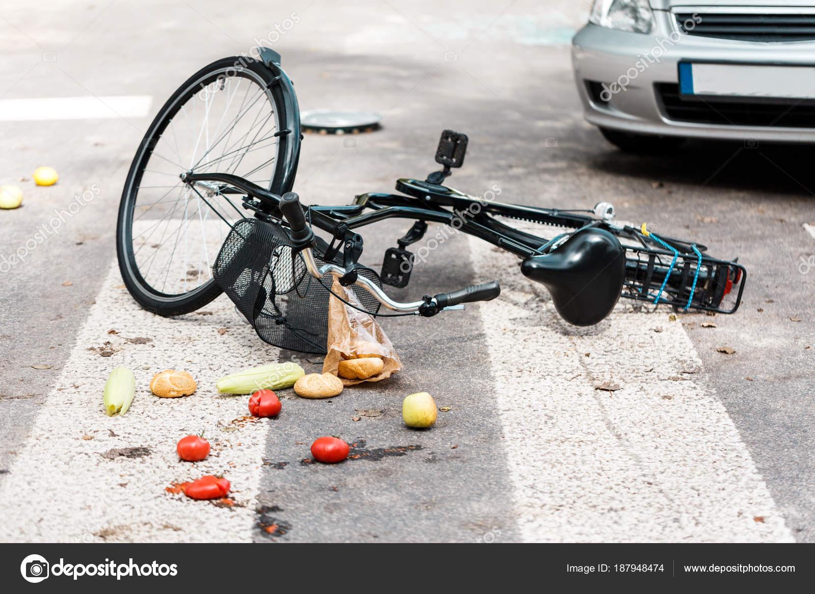 Unfall auf Zebrastreifen — Stockfoto © photographee.eu #187948474