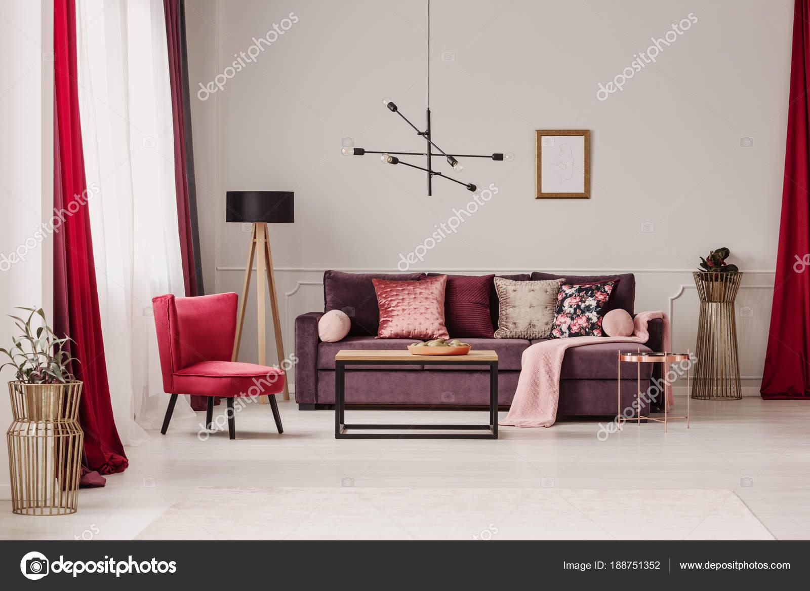 Salon rouge sophistiqué — Photographie photographee.eu ...