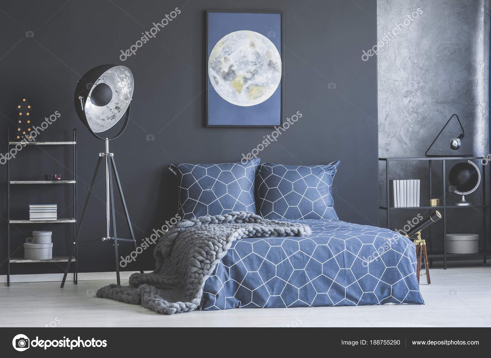 Camere Da Letto Blue Moon : Poster di luna in interno camera da letto u foto stock