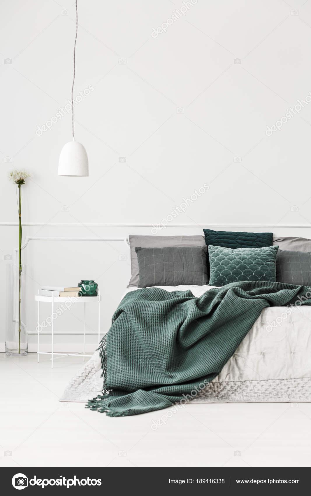 Intérieur de la chambre verte et blanche — Photographie photographee ...