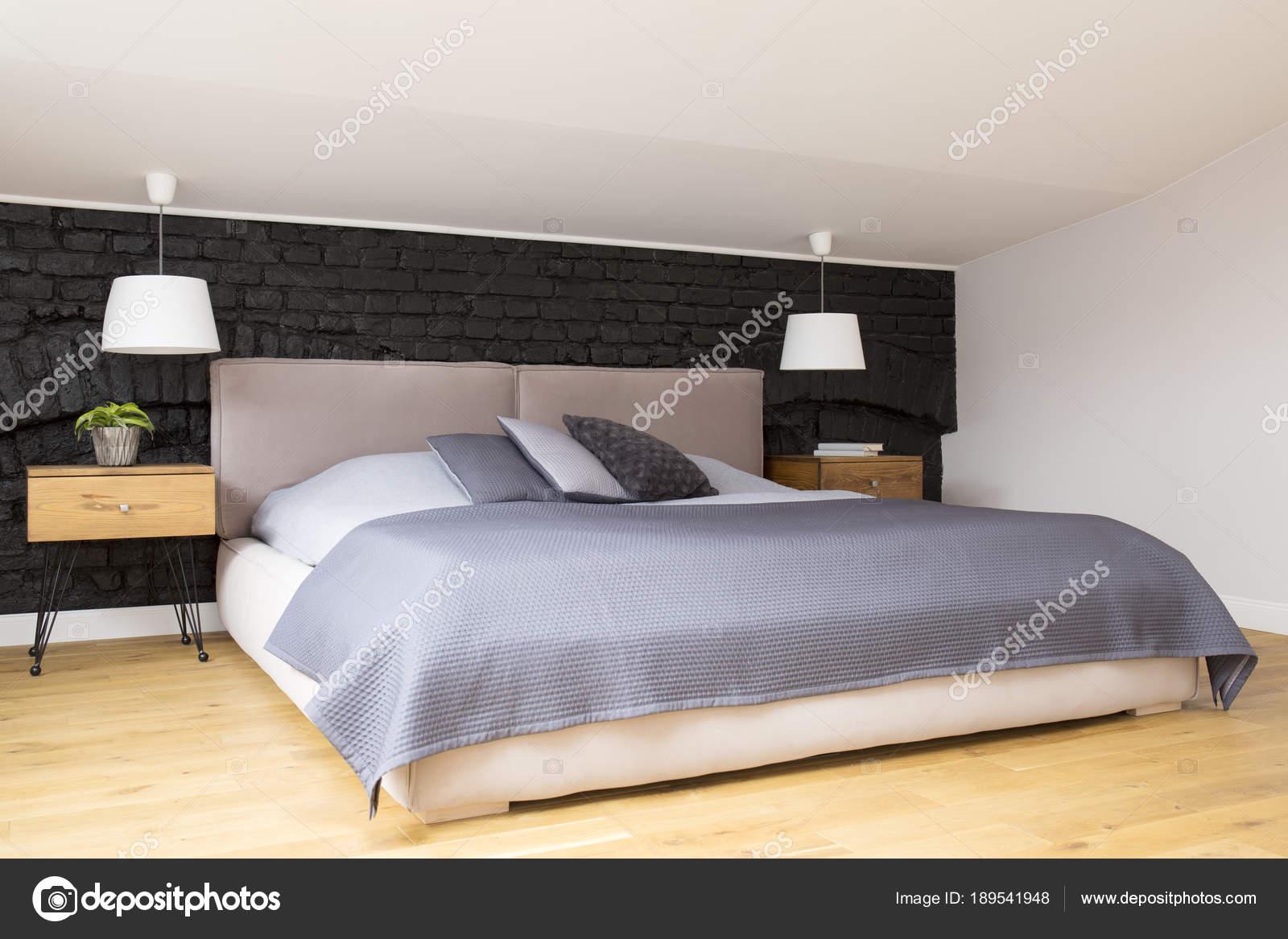 Slaapkamer Interieur Grijs : Grijze gezellige slaapkamer interieur u stockfoto photographee